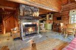Chalet à louer Riverain Salon avec foyer au bois - Chalet Riverain