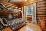 Chalet à louer Nordet Chambre avec lit Queen et lits simples superposés- Chalet Nordet